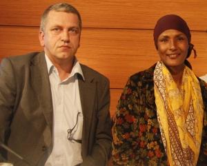 Waris Dirie und Dr. Roland Scherer